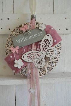 Hello everybody! This wreath can be used as a wall or door wreath. Holiday Wreaths, Holiday Decor, Decorative Tape, Idee Diy, Arte Floral, Home And Deco, Crafty Projects, Door Wreaths, Easter Crafts