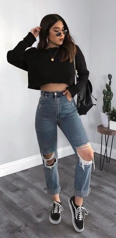 Basics Of Grunge Style And Modern Interpretation Inspire Basics Of Grunge Style And Modern Interpret Teen Fashion Outfits, Tomboy Fashion, Mode Outfits, Retro Outfits, Look Fashion, Outfits For Teens, Vintage Outfits, Jeans Fashion, Fashion Clothes