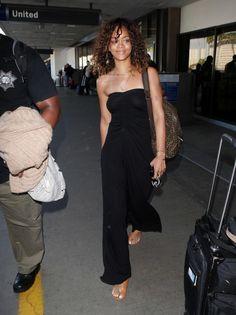 Rihanna Flat Sandals - Rihanna traveled in cognac flat sandals.