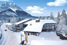 QH Hotel Grainau in Garmisch-Partenkirchen günstig buchen / Deutschland. Das komfortable QH Hotel Grainau befindet sich etwa 2 km von dem Stadtzentrum Grainau entfernt. Die Seilbahn Zugspitze erreichen Sie nach ungefähr 7 km und den Einstieg in eine Langlaufloipe finden Sie in etwa 3 km. Einkaufsmöglichkeiten sind ca. 900 m von dem Hotel entfernt.