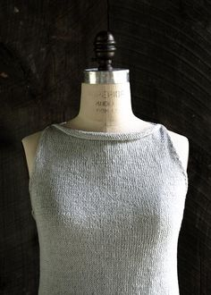 Add some simple knitted elegance to your summer wardrobe with this gorgeous tulip tank top!