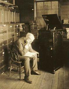 Thomas Edison listening to one of his myriad inventions, the phonograph Vintage Photographs, Vintage Photos, Edison Phonograph, Art Of Noise, Musica Disco, George Santayana, Vinyl Junkies, Photo Black, Historical Photos