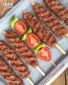 How to make Adana Kebap? Homemade Adana Kebab Recipe Ingredients for . Kabob Recipes, Meat Recipes, Adana Kebab Recipe, Family Meals, Kids Meals, Good Food, Yummy Food, Food Test, Turkish Recipes
