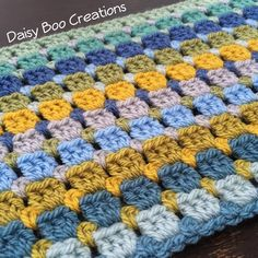 """496 Me gusta, 10 comentarios - Suzanne Reed (@daisyboocreations) en Instagram: """"Oh I've warmed up now and I've made a good start on this new baby blanket. #crochet…"""""""