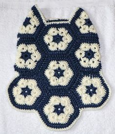 I love the African Flower Hexagon. I've seen many cute ideas using it. But I haven't run across one for an actual dog. I want to make a sweater for myself using this. Dog Sweater Pattern, Crochet Dog Sweater, Knit Crochet, Crochet Dog Clothes, Pet Clothes, Dog Clothing, Doll Clothes, Crochet African Flowers, Pet Sweaters