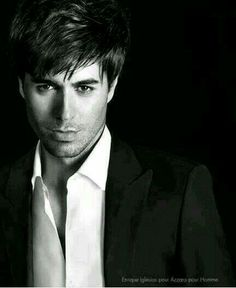 Love his hairstyle. Enrique Iglesias, Harley Quinn Drawing, Moving To Miami, Madrid, Pop Singers, Portraits, Interesting Faces, Most Beautiful Man, Attractive Men