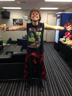 "imagine: Ashton: ""give me a hugggg"""