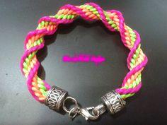 LEEME / READ ME HolaHola!! Os dejo una pulsera muy facil!! HelloHello!! Here is a easy braid!! Sigue mi Blog/ Follow my Blog http://skeletonnails.blogspot.co...