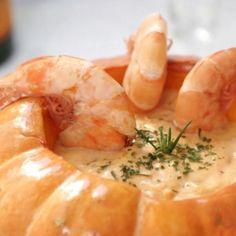 Camarão na Moranga - 1 abóbora moranga, 1 kg de camarão limpo, 2 colheres de azeite, 1 cebola picada, 2 dentes de alho picados, 1 xícara (chá) de molho de t...