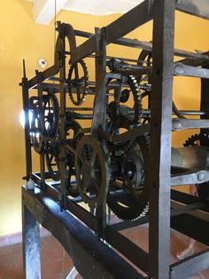 Mecanismo del reloj de la torre Cannon, Wine Rack, Furniture, Home Decor, Santa Cruz, Tower, Clock, Bottle Rack, Decoration Home