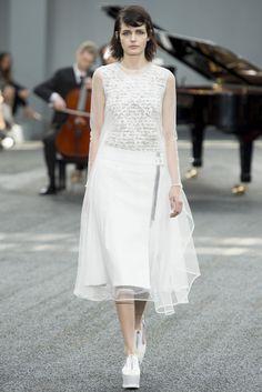 VOGUE fashion | trends | シアーな素材の重なりが繊細なミルフィーユ効果を生む、最新レイヤード。 | 1