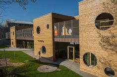 Kindergarten in Germany by MPlus and Henner Herrmanns. Tropical Architecture, Architecture People, Education Architecture, Commercial Architecture, School Architecture, Architecture Plan, Architecture Details, Kindergarten Projects, Kindergarten Design