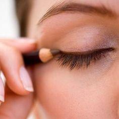 Brown eyeliner ❤ All Things Beauty, Beauty Make Up, Diy Beauty, Fashion Beauty, Beauty Care, Beauty 101, Beauty Women, Womens Fashion, Beauty Hacks For Teens