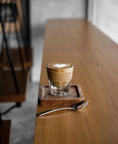 Lots Of Coffee Facts Tips And Tricks 5 – Coffee Coffee Shop Bar, Coffee Set, Coffee Cafe, Hot Coffee, Coffee Drinks, Coffee Tables, Momento Cafe, Coffee Presentation, Coffee Facts
