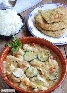 Receta de pechugas de pollo cocinadas con salsa de cacahuete.