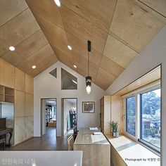 Plywood House, Plywood Ceiling, Plywood Walls, Wood Ceilings, Plywood Projects, Plywood Interior, Rustic Kitchen Design, Gate House, Home Ceiling