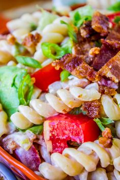 Easy BLT Pasta Salad // This is a great no-brainer dinner! Or perfect side dish for the potluck. I love summer tomatoes!