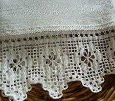 Pano de copa em tecido 100% algodão (sacaria) e barrado de crochê . Ideal para enxugar louças, decorar sua cozinha ou presentear. R$ 26,95
