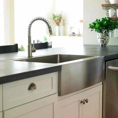 Stainless Farmhouse Sink Design, Pictures, Remodel, Decor and Ideas – page 10 – Small Farmhouse Sink Slate Kitchen, Basic Kitchen, Minimalist Kitchen, New Kitchen, Kitchen Ideas, Kitchen Inspiration, Gally Kitchen, Kitchen Time, Kitchen Interior