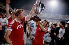 1983,  Hamburg SV vs Juventus 1-0. Horst Hrubesch og Felix Magrath Hamburger Sv, Uefa Champions League, Best Player, Soccer Teams, Image, Goals, Soccer, Hamburg, Cutaway