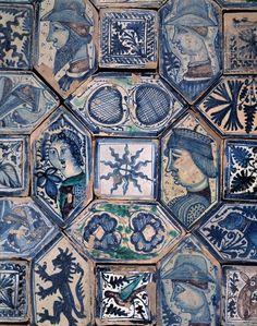 Napoli - Chiesa di san giovanni a carbonara, cappella caracciolo del sole, pavimento maiolicato quattrocentesco di manifattura napoletana
