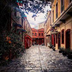 Autumn colours in Ladadika,Thessaloniki, Macedonia, Greece. Mystic Places, Macedonia Greece, Greek History, Autumn Colours, Warm Autumn, Sandy Beaches, City Streets, Beautiful Islands, Dawn