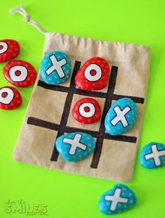 DIY Painted Rock Tic-Tac-Toe Travel Game for On-The-Go Fun! This DIY painted rock tic-tac-toe travel game was the easiest upcycled craft project ever! Carry this game in your bag for instant fun on the go! Upcycled Crafts, Easy Crafts, Diy And Crafts, Crafts For Kids, Arts And Crafts, Kids Diy, Decor Crafts, Crafty Kids, Tic Tac Toe
