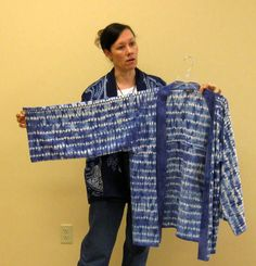 """Program on """"Shibori. Making marks with shaped resist dyeing,"""" presented by fiber artist Veronica Hofman-Ortega at the Riverbend Fiber Arts Guild Blue And White Fabric, White Fabrics, Shibori Techniques, Tie Dye, Food Dye, Textiles, Different Textures, Fabric Art, Surface Design"""