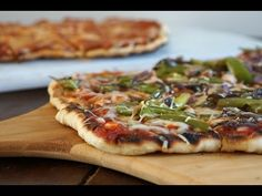 Weber Q: Grilled Pizza Bbq Food, Grilled Pizza, Vegetable Pizza, Smoking, Grilling, Magic, Vegetables, Youtube, Recipes