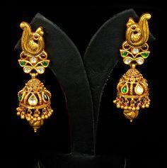 indian gold jewellery, diamond jewellery, temple jewellery, antique jewellery, ruby and emerald jewellery collection Gold Jhumka Earrings, Gold Earrings Designs, Gold Diamond Earrings, Antique Earrings, Antique Jewelry, Emerald Jewelry, Gold Jewelry, Jewelery, India Jewelry