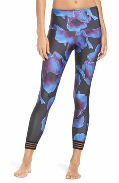 Main Image - Onzie Ritz Crop Leggings