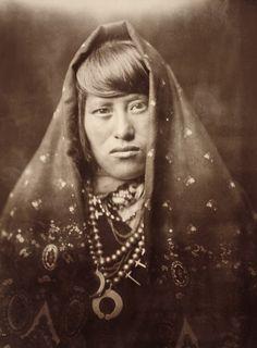 An Acoma woman [1179 x 1600]