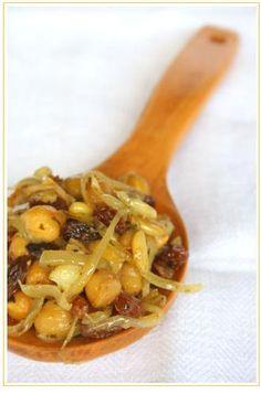 Ceci, uvetta e cipolle ... anche una spepata ci sta bene!
