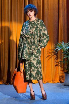 Sfilata Stella McCartney New York - Pre-collezioni Primavera Estate 2018 - Vogue Vogue Fashion, Fashion 2018, Fashion Week, Runway Fashion, High Fashion, Fashion Trends, Stella Mccartney, Clothes 2018, Fashion Details