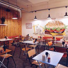 Hamburger scoren bij @rubens_burger Ze hebben hier meer dan 10 soorten ook in saladevorm. Happy weekend! #haarlem #raaks #hamburgers #rubensburger #burgers #saladeburgers #food #haarlemcityblog