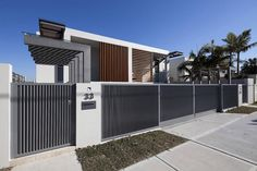10 Simple & Modern Fence Gate Designs With Pictures Front Fence Gate Design Styles At Life Front Gates, Front Fence, Entrance Gates, Metal Fence, Fence Gate Design, Modern Fence Design, Tor Design, House Design, Modern Front Yard