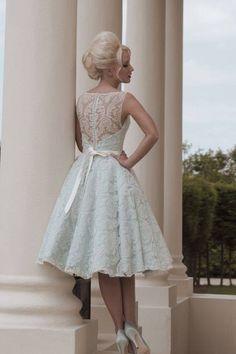 Cute wedding dress - love the back ❤