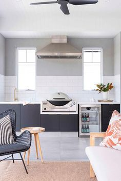 outdoor entertaining area with built in bbq. Outdoor Bbq Kitchen, Outdoor Kitchen Design, Outdoor Dining, Outdoor Kitchens, Maximalist Interior, New York Loft, Built In Bbq, Australian Homes, Loft Style