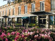River Street Inn Hotel is a popular choice amongst travelers in Savannah (GA), whether exploring or just passing through. Offering a variety of facilities and services, the hotel provides all you need for a good night's sleep. Savannah Georgia, Savannah Chat, River Street Savannah Ga, Savannah Hotels, Tybee Island, Great Hotel, Most Beautiful Cities, Hotel Deals, Hotels And Resorts