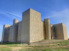 """CASTLES OF SPAIN - El Castillo de Montealegre de Campos se encuentra en la localidad de Montealegre de Campos, provincia de Valladolid. Fue construido en el siglo XIII, famoso por haber sido siempre inexpugnable, sus altos muros nunca fueron conquistados. Sirvió de refugio a los comuneros durante la guerra de las Comunidades. En los años 1960 se rodó parte de la película """"El Cid"""" con Charlton Heston como protagonista."""