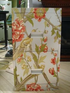 How To Cover a File Cabinet - using spray paint, wallpaper paste and wallpaper, a boring metal cabinet was given a whole new look. Decoupage How To, How To Decopage Furniture, Decupage Furniture, Spray Paint Furniture, Decoupage Ideas, Upcycled Furniture, Furniture Making, Furniture Makeover, Decoupage Drawers