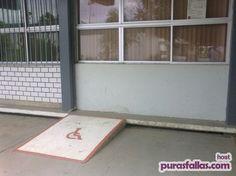 Para cadeirantes que conseguem atravessar paredes...  Up against the wall!