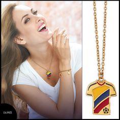 Vive la pasión del fútbol. Accesorios novedosos. Colombia. Duprée tendencias Drop Earrings, Vibrant Hair Colors, Colombia, Trends, Accessories, Drop Earring