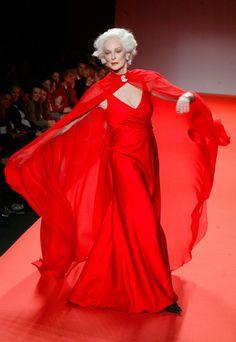 armen Dell'Orefice là một người mẫu huyền thoại của Mỹ với 67 năm theo đuổi sự nghiệp, tính đến hiện tại. Ở tuổi 81, bà được biết đến là người mẫu cao tuổi nhất thế giới trình diễn catwalk khi tham gia hai show thuộc mùa thời trang xuân hè 2012.