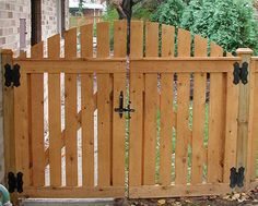 wood fence double gate at DuckDuckGo Backyard Gates, Garden Gates And Fencing, Garden Doors, Fence Gates, Wooden Garden Gate, Wooden Gates, Tor Design, Fence Design, Arch Gate