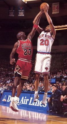 Allan Houston New York Knicks Michael Jordan Chicago Bulls my two faves! New York Basketball, Houston Basketball, Michael Jordan Basketball, Michael Jordan Chicago Bulls, Basketball Is Life, High School Basketball, Basketball Pictures, Football And Basketball, Sports Pictures