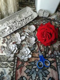 Making roses/flowers from egg cartons