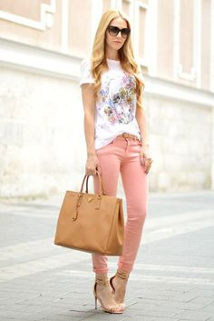 OUTFIT DEL DÍA: Pink jeans outfit, Look con jeans rosados Inspirac...