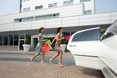 Airport Connection Limo & Taxi offers excellent airport transportation for people in Herndon, VA! Call at (703) 688-3670 for a true professional!