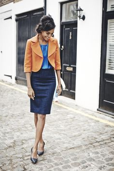 How to wear a navy pencil skirt looks & outfits) Spring Work Outfits, Casual Work Outfits, Work Casual, Pencil Skirt Outfits, High Waisted Pencil Skirt, Blazer And Shorts, Blazer Outfits, Cropped Blazer, Jupe Crayon Denim